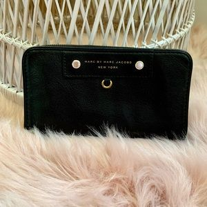 Marc by marc jacobs preppy leather wallet